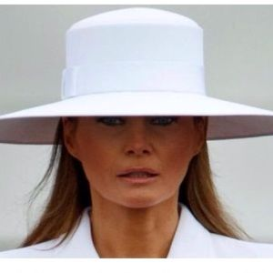 oversized hat By Zara worn by Melania in white